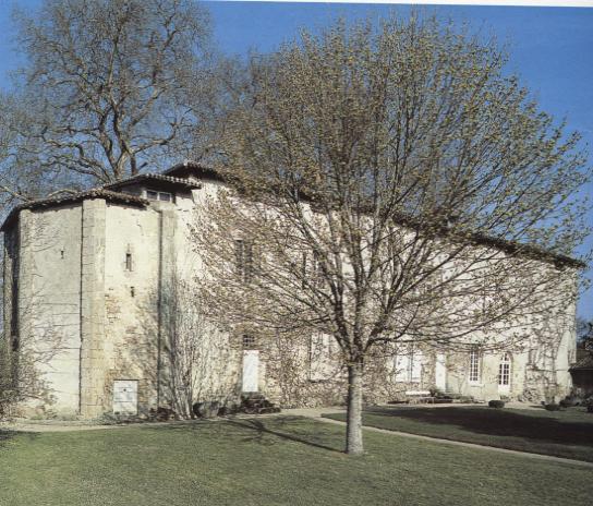 Le Chateau de Veyrac. Photo Philippe Rivière, SRI, DRAC du Limousin, 1995.