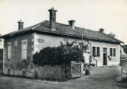 Ecole de Saint-Gence vers 1960. CPA collection privée