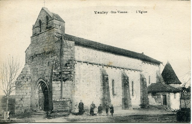 Eglise de Vaulry. CPA Collection privée.