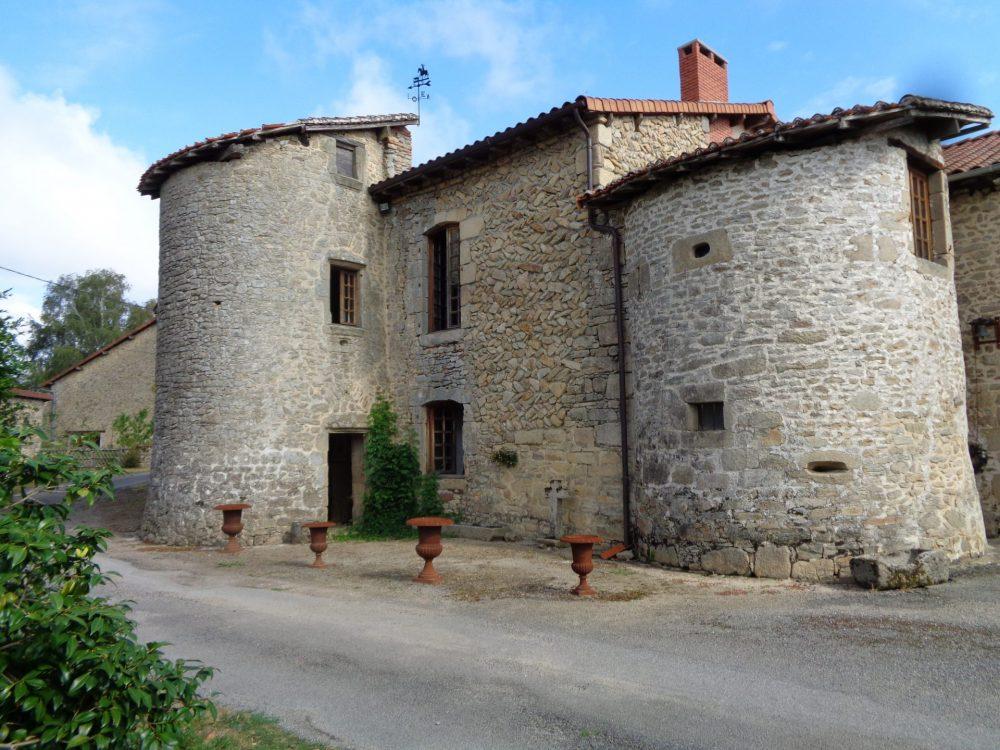 Le château de Montaurand à Nantiat. Photo AN