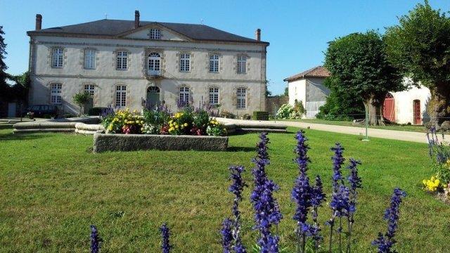Château de la Cosse. Veyrac. Photo MNA